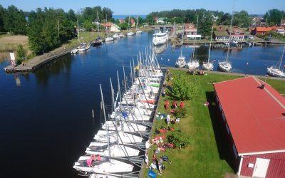 Kranen, krankajen, bryggorna och båtplatserna närmast kranen är reserverade från 11/6  16:00 till 13/6  16:00.